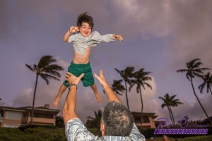 Maui-father-throws-son-in-air-during-photo-session